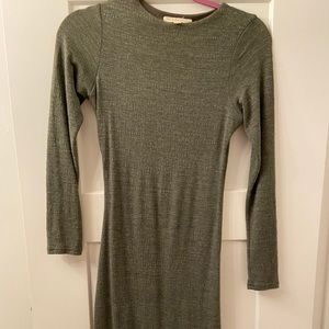 Green long-sleeved dress